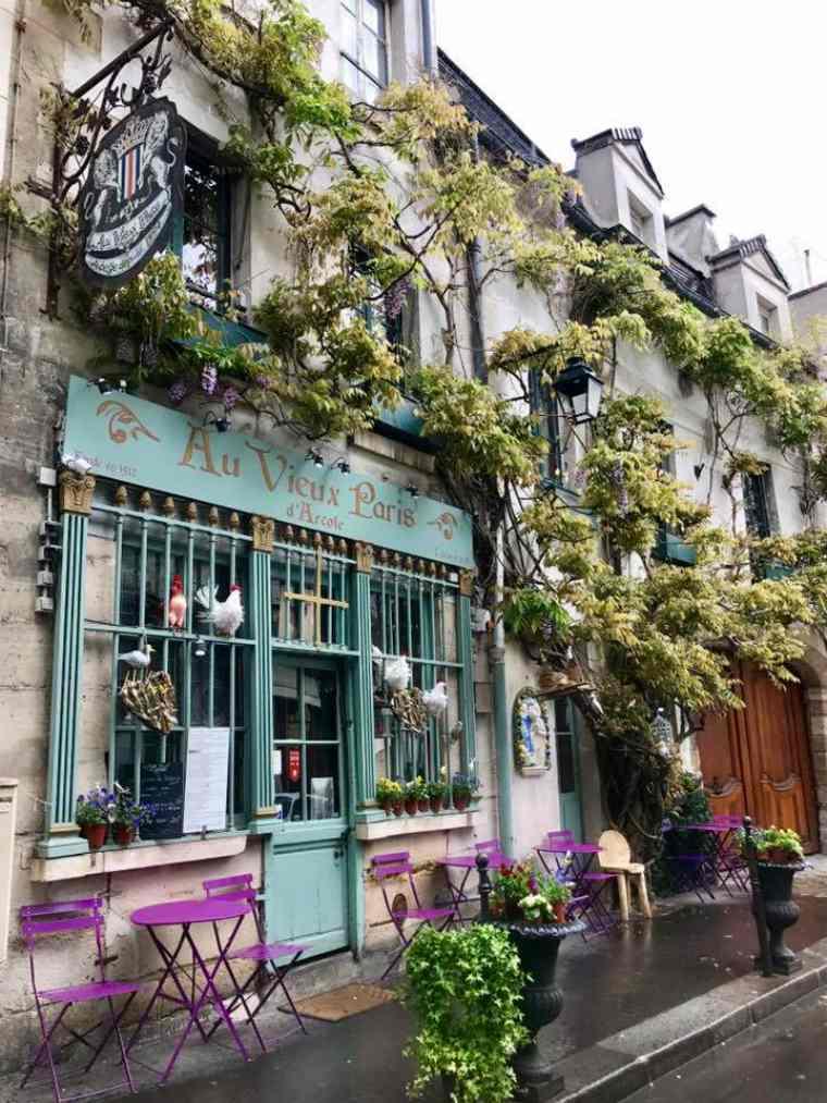 Cafe on Paris' streets, Au Vieux Paris