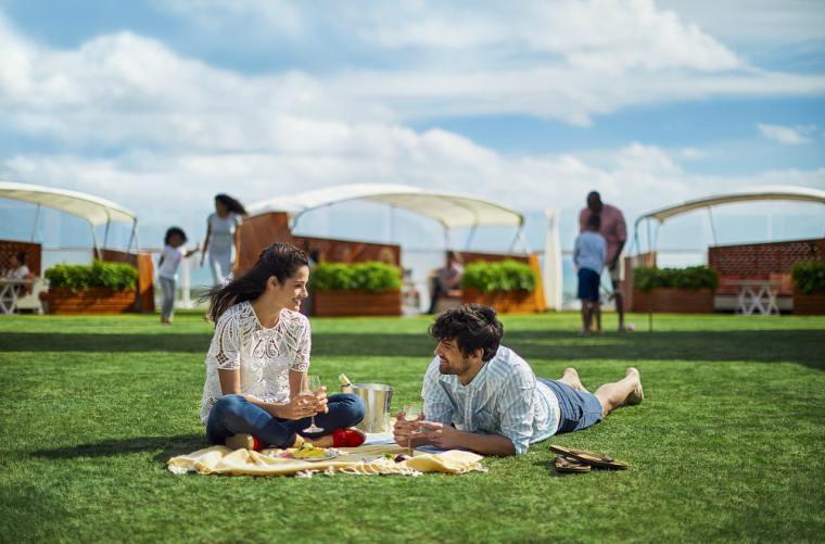 Celebrity Cruises' Lawn Club picnic