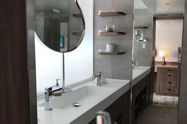 Celebrity Flora bathroom