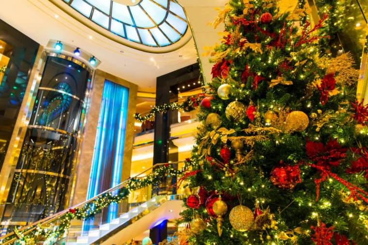 christmas-tree-on-po-cruises-ventura