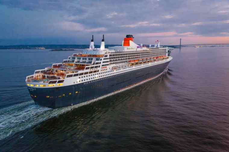 Cunard Queen Mary 2 sailing to NYC on a Transatlantic Cruise