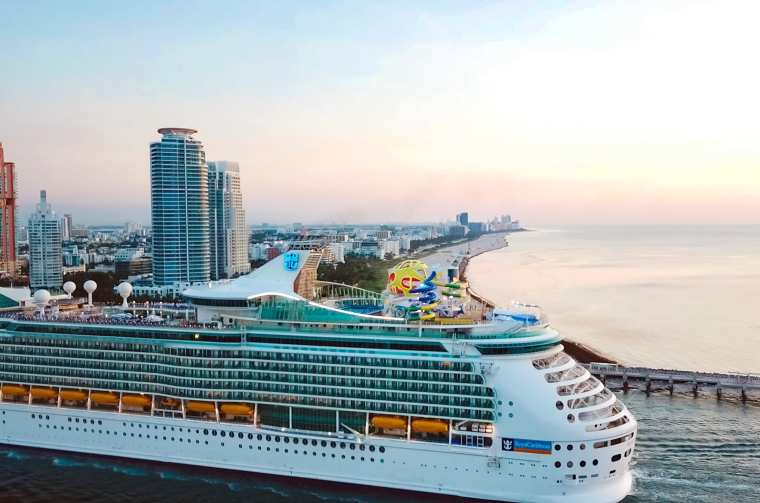 Mariner of the Seas sailing into its new home in Miami