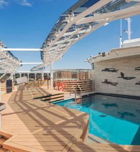 msc-virtuosa-msc-yacht-club-pool