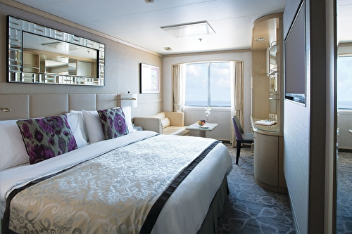 Deluxe Stateroom with Large Picture Window Forward – [C2]