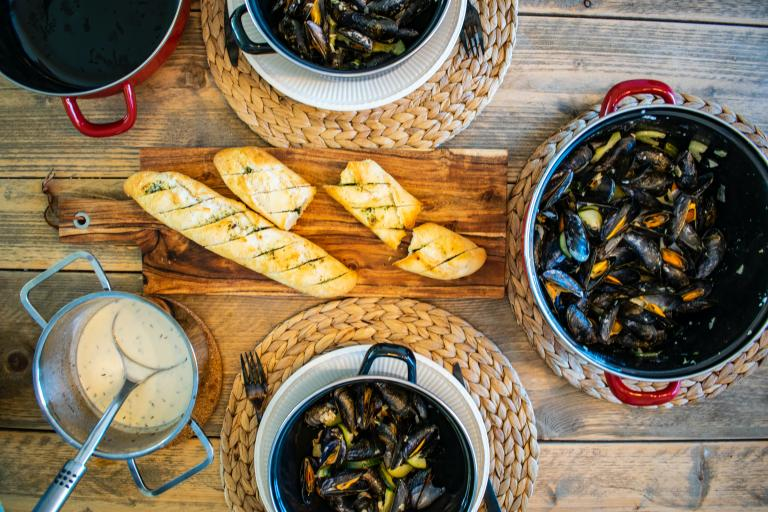 Steamed mussels with crusty bread