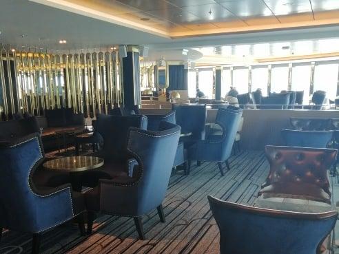 Crowsnest Lounge